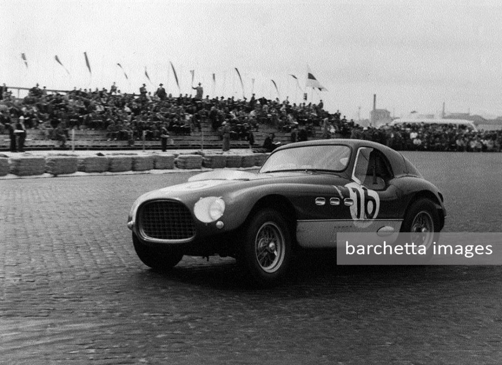 53/jun/21 - dnf engine - III. GP de Portugal, Porto - Bruno Sterzi - #16 with a hardtop