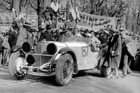 Rudolf Caracciola and Wilhelm Sebastian at the start. As the starter counts down the final seconds before the start, Caracciola's wife is just saying goodbye to ...