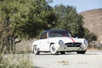 Lot 013 - 1956 Mercedes-Benz 190 SL s/n 121.042.65.02387 Est. $80,000 - 100,000 €77,000 - 96,000